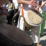 מתופפים בכותל אשר עושים שמח בתהלוכת בר מצווה בכותל